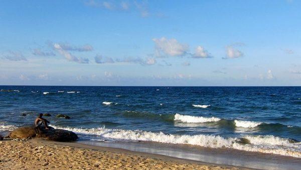 Batticaloa Beach   Image Courtesy: By Indi Samarajiva (Flickr: Batti Beaches) [CC BY 2.0], via Wikimedia Commons