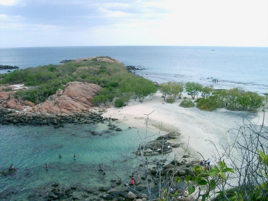 Dschen Reinecke, Sri Lanka-Trincomalee-Pigeon Island, CC BY-SA 3.0