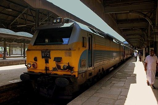 SRI LANKA RAILWAYS CLASS M9 LOCO HAULED TRAIN COLOMBO TO KANDY