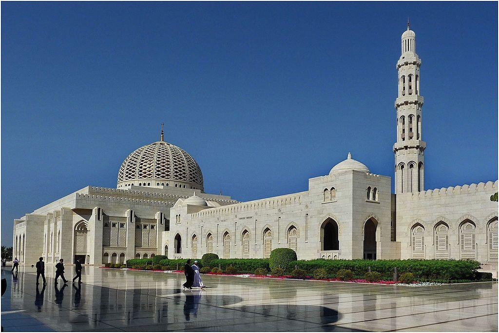 Sultan Qaboos Grand Mosque | Image Credit: patano, Sultan Qaboos Grand Mosque, Muscat - panoramio (1), CC BY-SA 3.0