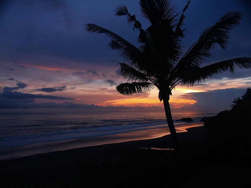 Flickr user: Edie209 https://www.flickr.com/photos/edie209/, Balian Beach Sunset, CC BY 2.0 Via Wikimedia Commons