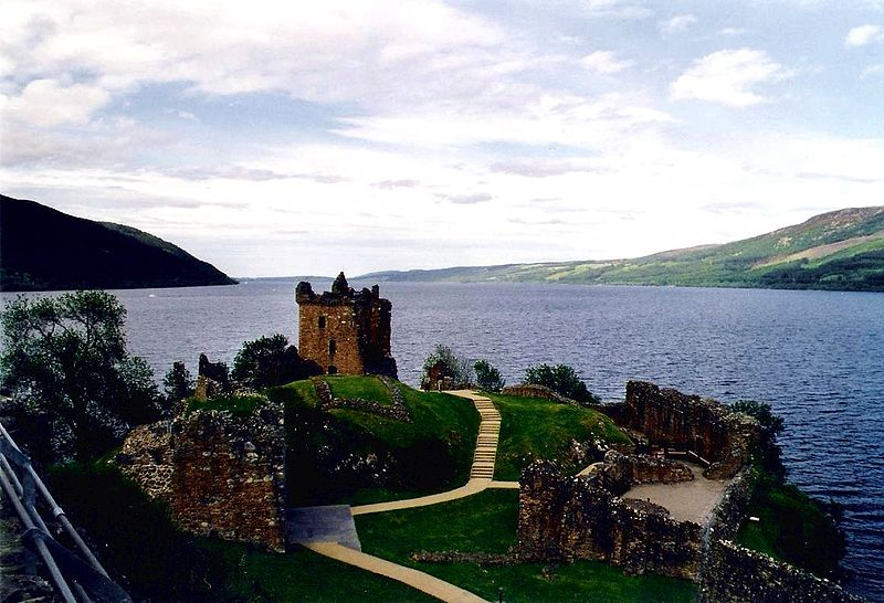 anonymous, Urquhart castle and loch ness, CC BY-SA 3.0 Via Wikimedia Commons
